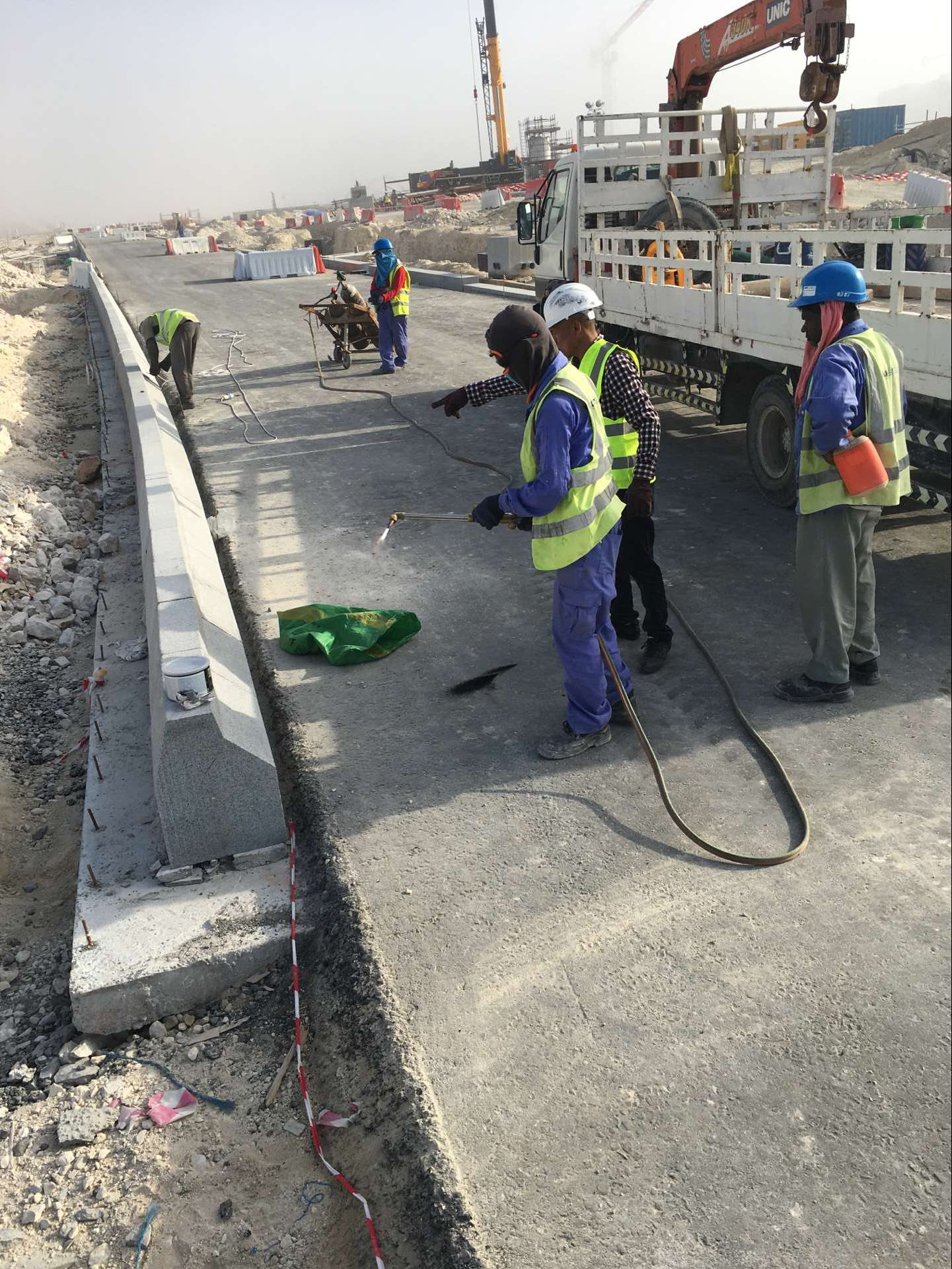 HZX Stone Boss visit qatar project and instruct on site